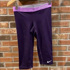 Nike Knee-Length Leggings Yoga Pants